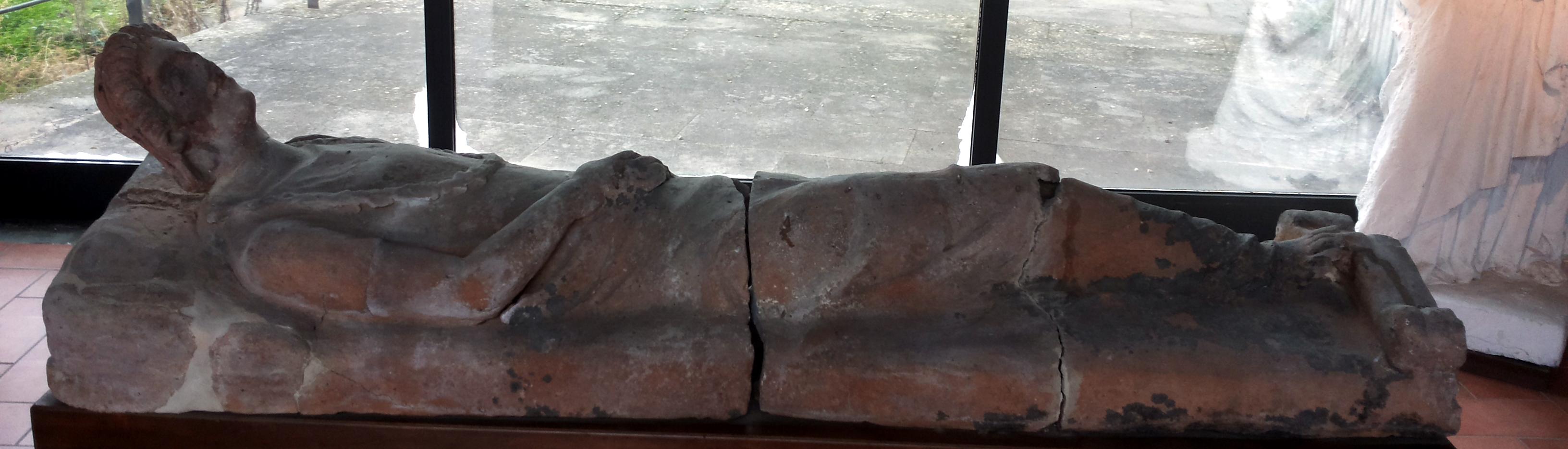sarcofago etrusco del II secolo a.C.