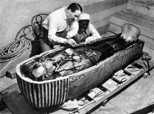 Carter apre il primo sarcofago